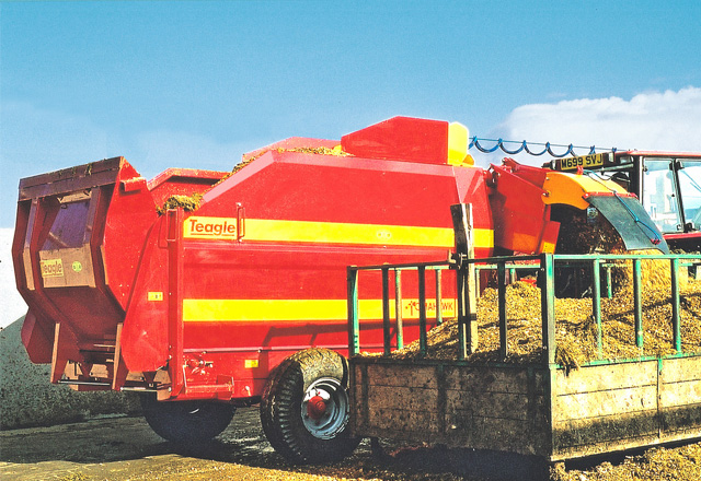 Tomahawk 9090 Feeder Bedder
